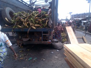 Ọkọ̀ tó kó Ọ̀gẹ̀dẹ̀ – Lorry load of Plantain. Courtesy: theyorubablog